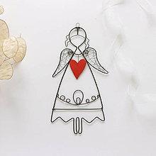 Dekorácie - anjelik s keramickým srdiečkom - 10988390_