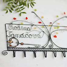 Nábytok - veľký jesenný vešiak s nápisom (s kľúčikom) - 10988449_