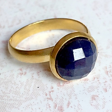 Prstene - Elegant Sapphire Stainless Steel Golden Ring / Elegantný prsteň so zafírom - oceľ - 10989041_