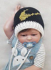 Detské čiapky - Čierna čiapočka so zlatou fajkou - 10990632_