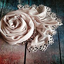 Šály - Zrození perly - pudrový šifonový šál s krajkou - 10990089_