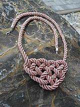 Uzlový náhrdelník ružový