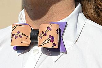 Šatky - Dámsky kožený motýlik - Violet flowers - 10990220_