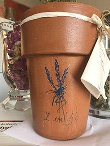 Nádoby - Ručne maľovaný terakotový kvetináč s motívom levandule. - 10989696_