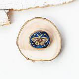 Odznaky/Brošne - Ručně malovaná brož s můrou - 10993235_