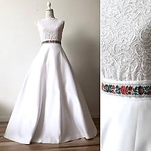Šaty - Svadobné šaty so saténovou sukňou a krajkovým body - 10993450_