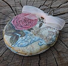 Náhrdelníky - vintage prívesok ruža - 10994533_