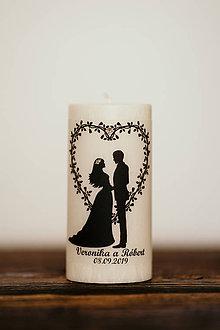 Darčeky pre svadobčanov - Sviečka pre mladomanželov v darčekovej krabičke - Manželský pár 4 (B) - 10994413_