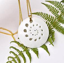 Náhrdelníky - White Flower - 10993580_