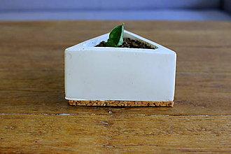 Dekorácie - betonový kvetináč - trojuholník (Biela) - 10994202_