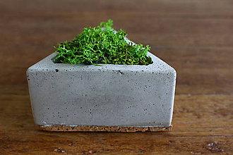 Dekorácie - betónový trojuholník s islandským machom (Šedá) - 10994245_