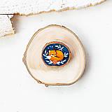 - Ručně malovaná brož se spící liškou - 10996378_