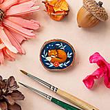 Odznaky/Brošne - Ručně malovaná brož se spící liškou - 10996381_
