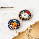 Odznaky/Brošne - Ručně malovaná brož se spící liškou - 10996382_