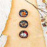 Odznaky/Brošne - Ručně malovaná brož se spící liškou - 10996384_