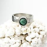 Prstene - Spring - Kovaný prsten s kamenem kabošonem - 10995208_