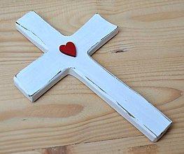 Dekorácie - Krížik s červeným srdiečkom - 10995963_