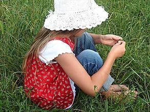 Detské oblečenie - Šatočky Kvietky na červenej s krajkou - 10997181_