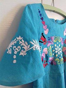 Šaty - Vyšívané tyrkysové ľanové šaty s vačkami - 10995694_