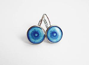 Náušnice - Živicové náušnice - Púpavky na modrej (chirurgická oceľ) - 10995803_
