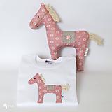 Detské oblečenie - SET KONÍK  body / tričko + hračka - 10997250_