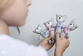 Hračky - malý macko s menom na srdiečku - 10996957_