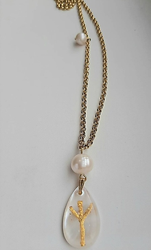 Náhrdelníky - Náhrdelník slza Algiz s perlou - 10995546_