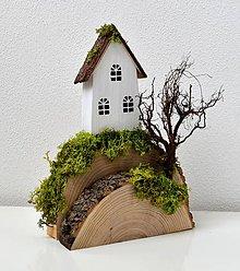 Dekorácie - Drevená dekorácia-Kopček,stromček,na kopčeku domček...2 - 10998599_