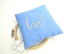Prstene - Vyšívaný svadobný vankúšik pod obrúčky: Love - 10999391_