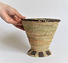 Dekorácie - Pletený palmový košík zdobený kožou - 10998676_