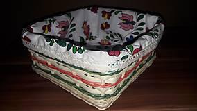 Košíky - Pletený košík s folklórnou látkou - 10998073_