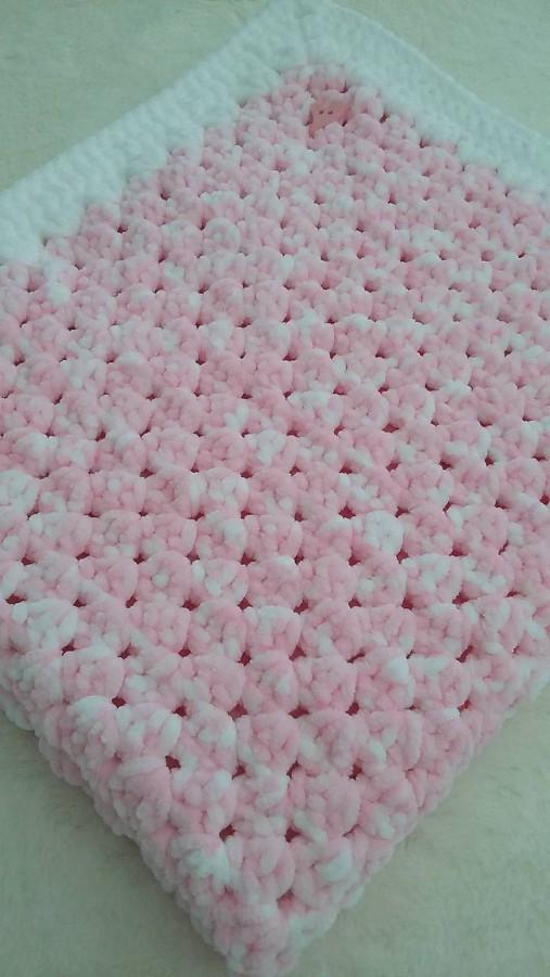Hačkovaná detská deka - nežná ružová