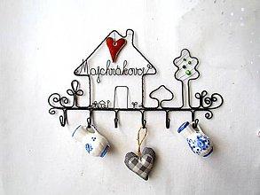Nábytok - vešiak s priezviskom (s keramickým ♥) - 11000017_