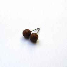 Náušnice - Drevené náušnice napichovacie - guľôčky z topoľovej kôry - 11000439_