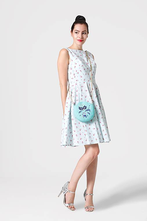 Šaty bledomodré s mini ružičkami