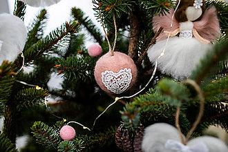 Dekorácie - Gula na stromček s čipkou - 11002198_