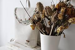 Batohy - Vyšívaný Batoh čajové ruže či šípky? - 11003385_