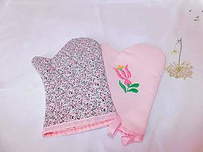 Úžitkový textil - Kuchynská chňapka (rukavice) s ručnou výšivkou - 11001377_