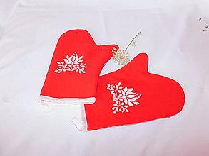 Úžitkový textil - Kuchynská chňapka (rukavice) s ručnou výšivkou - 11001393_