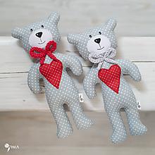 Hračky - sivý macko s červeným srdiečkom - 11003726_