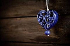 Dekorácie - Vyřezávané srdce královská modř - 11005407_