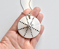 Náhrdelníky - Sluneční čas (náhrdelník s platinou) - 11008248_