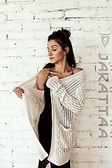 elegantný biely sveter z alpaky
