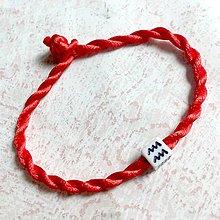Náramky - Lucky Red Zodiac Sign Bracelet / Náramok proti urieknutiu so symbolom znamenia (Vodnár) - 11010143_