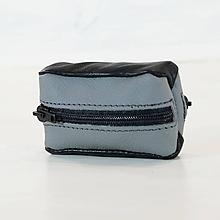 Iné tašky - Kožená kľúčenka - obojstranná - čierna a šedá - 11010727_