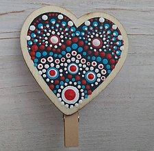 Darčeky pre svadobčanov - Drevená dekorácia na štipci - srdce - 11013762_