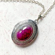 Náhrdelníky - Oval Violet Agate Locket Necklace / Oválny otvárací medailón s dračím achátom - 11013966_