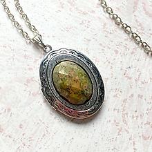 Náhrdelníky - Oval Unakite Locket Necklace / Oválny otvárací medailón s brúseným unakitom - 11014145_
