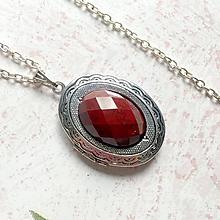 Náhrdelníky - Oval Red Jasper Necklace / Oválny otvárací medailón s brúseným červeným jaspisom - 11014173_