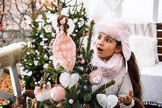 Dekorácie - Ružový visiaci anjelik na vrh stromčeka - 11012614_